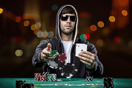 Cara Menggertak secara Efektif dalam Judi Poker
